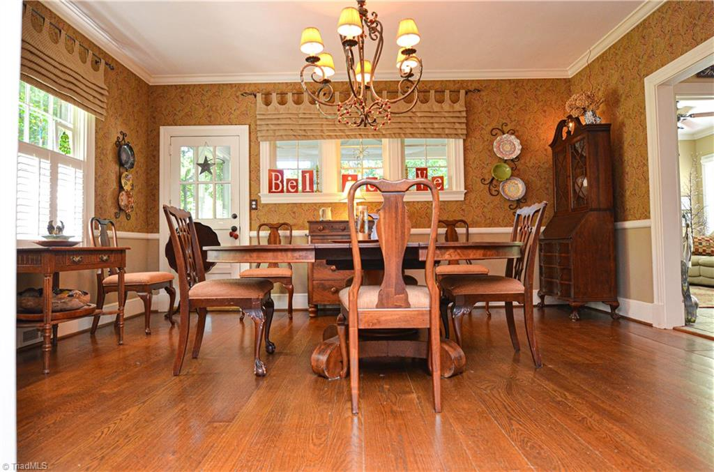 725 Arbor Road formal dining room